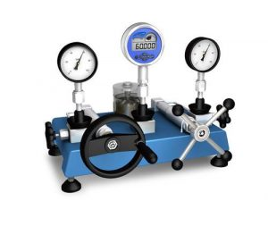 pressure comparator